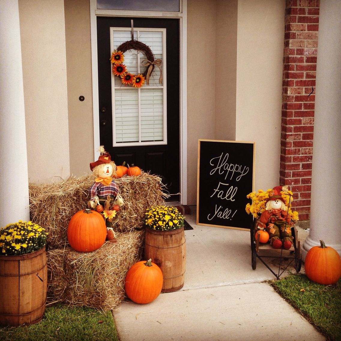 Hy Fall Y All Front Porch Decor Hay Bales Pumpkins Mums Scarecrows Sunflower Wreath