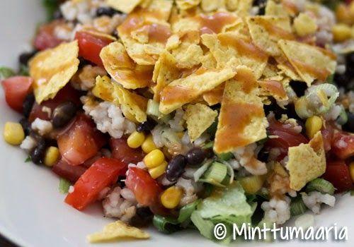 Minttumaarian kokkailua: Ruokaisa mustapapu-riisisalaatti