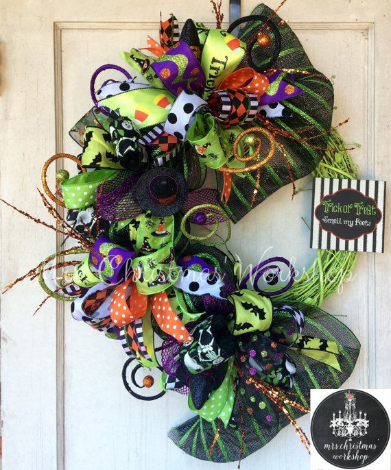 Halloween wreath deco mesh wreath funky bow wreath grapevine wreath #halloweenwreaths