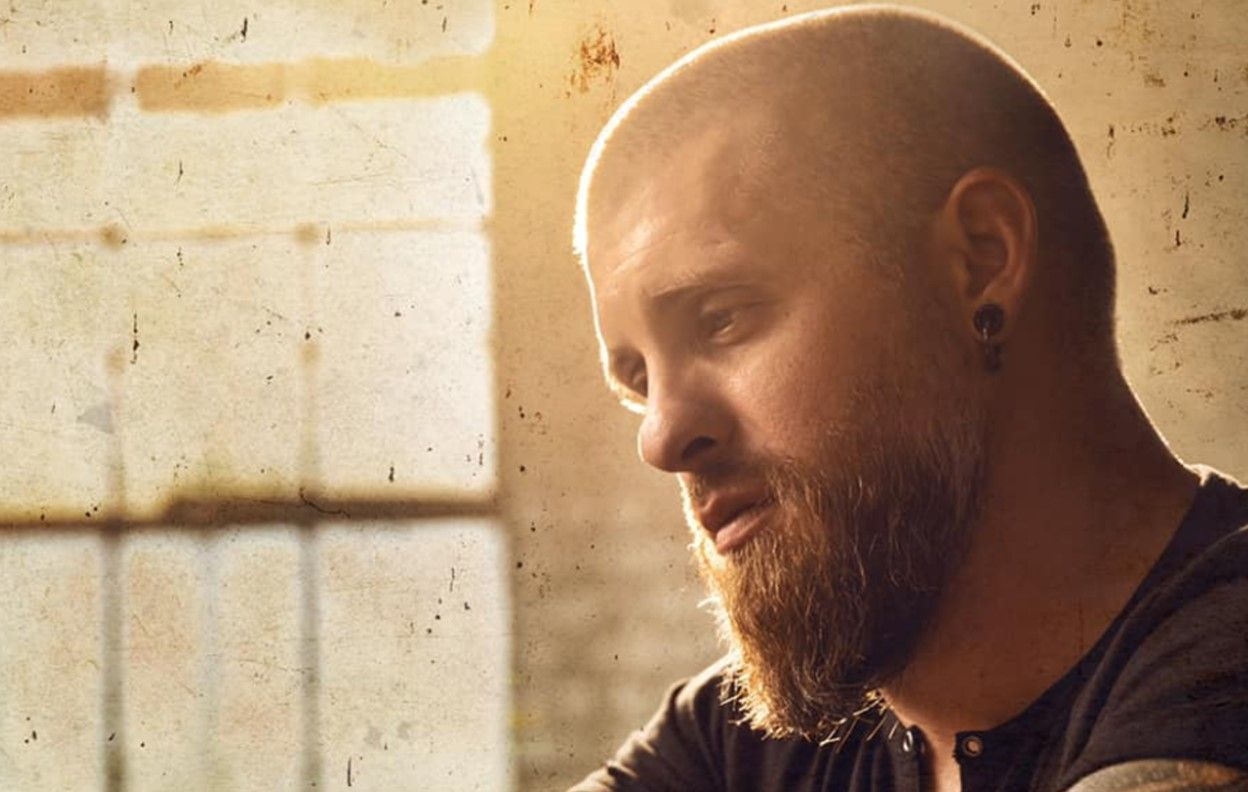 "BRANTLEY GILBERT'S ""MAN THAT HUNG THE MOON"" IS PERSONAL [LISTEN]"