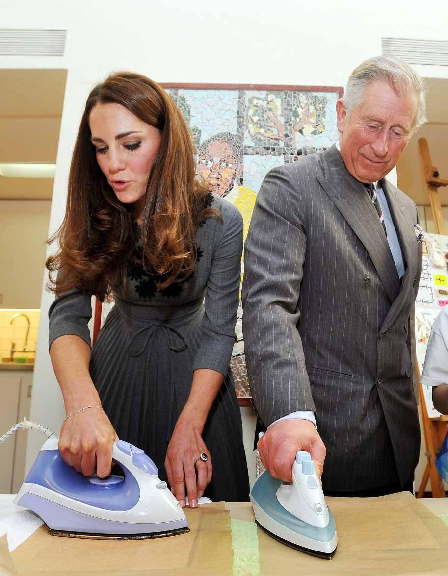 Kate Middleton e príncipe Charles mostram suas habilidades com ferro de passar roupa