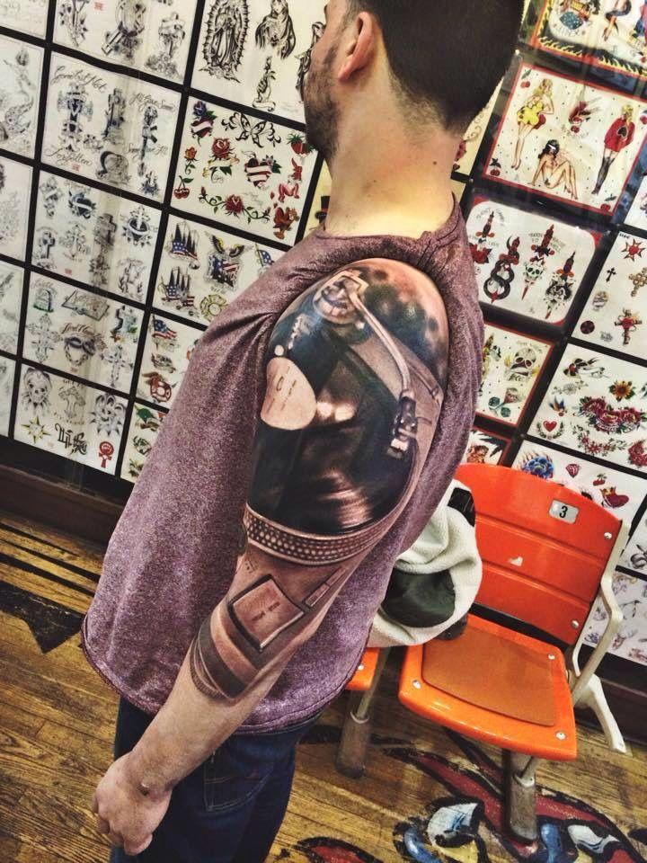 turntable melting pot pinterest tattoo music tattoos and tatting. Black Bedroom Furniture Sets. Home Design Ideas