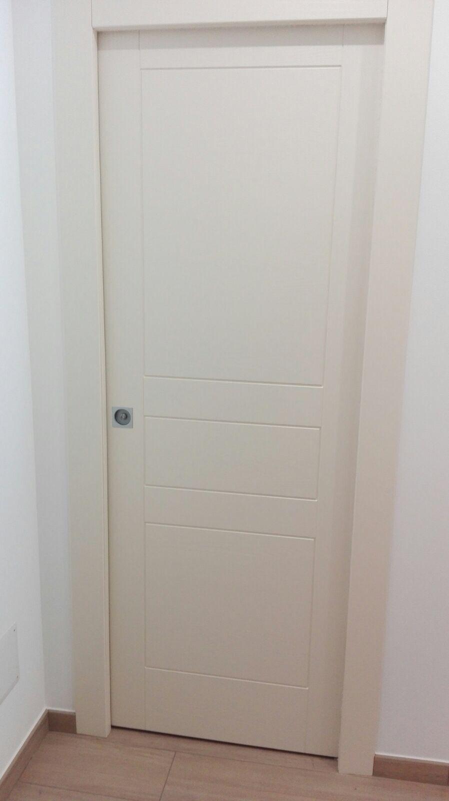 Porta bianca scorrevole Cofas San Marino serratura cromo satinata ...