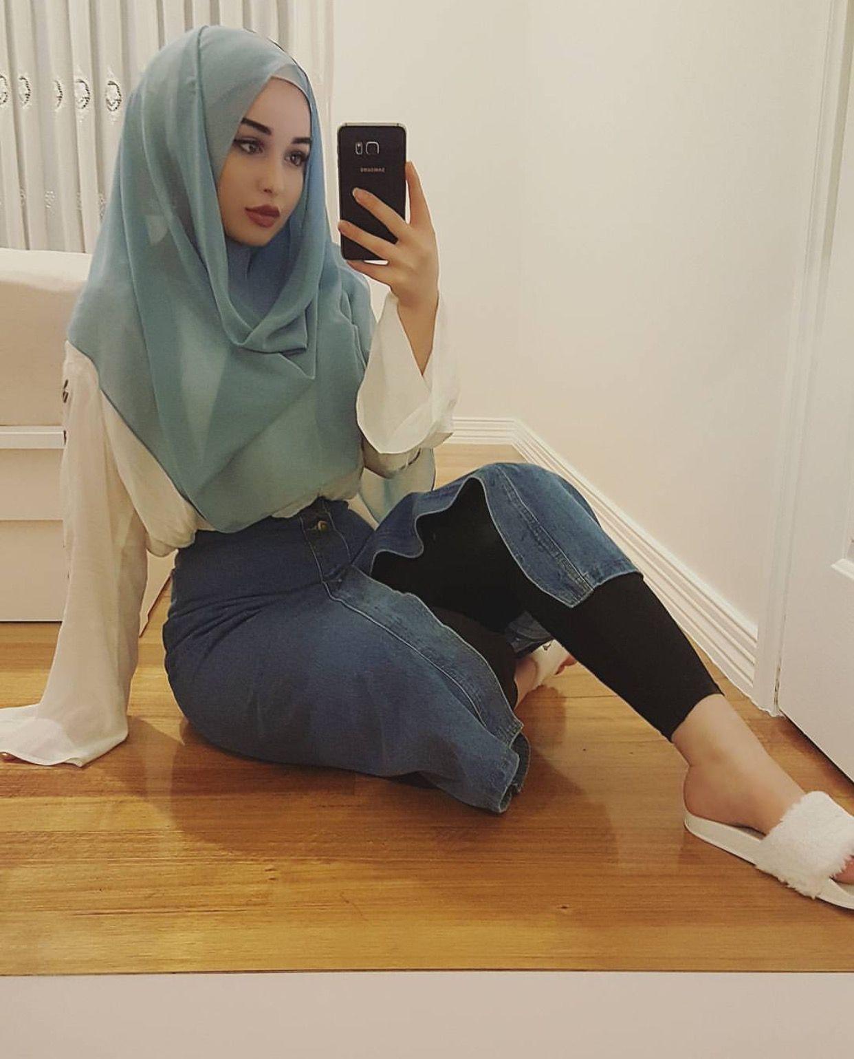 arab-chicks-teen-black-chubby-stocking