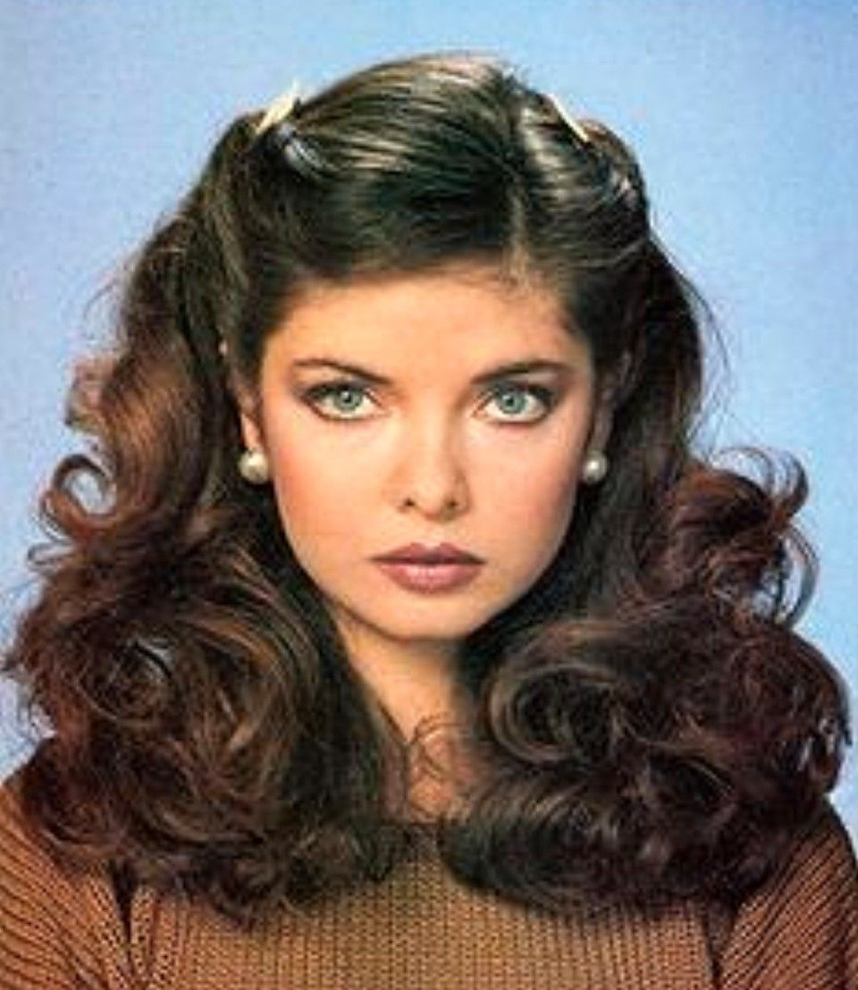 70s Hairstyle In 2020 1970s Hairstyles 70s Hair Vintage Hairstyles