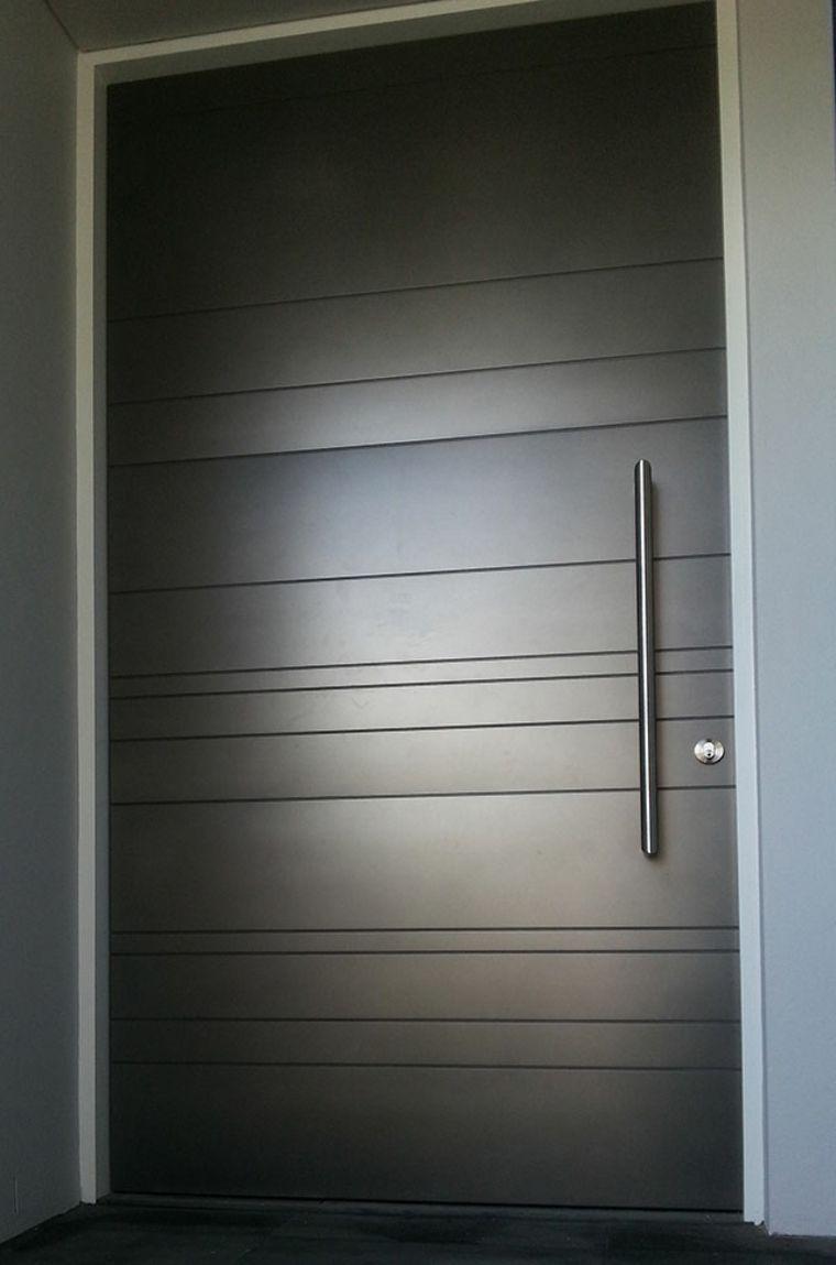 Puertas de entrada de dise o moderno 49 modelos for Modelos de puertas de fierro modernas