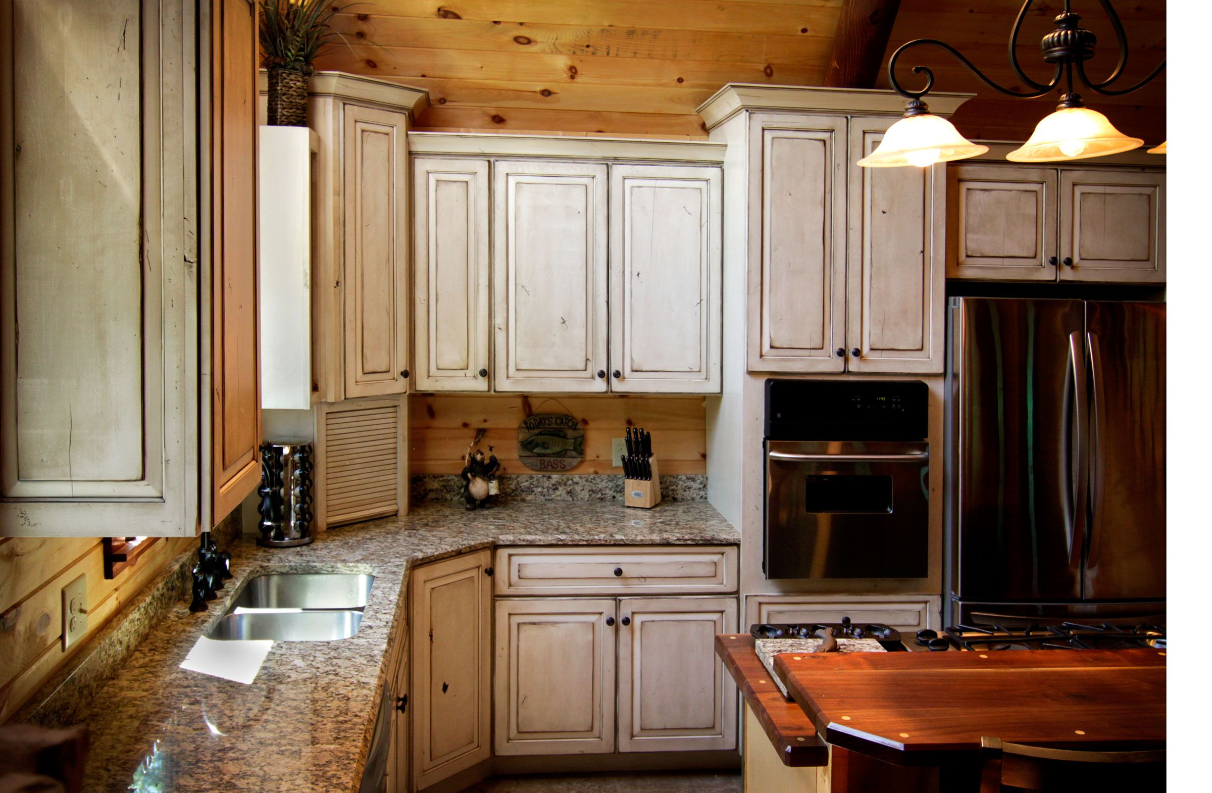 Painted Conversion Varnish With Glazed And Distressed Finish On Knotty Alder Cabinets By Sims Cabi Kitchen Cabinets Repainting Kitchen Cabinets Alder Cabinets