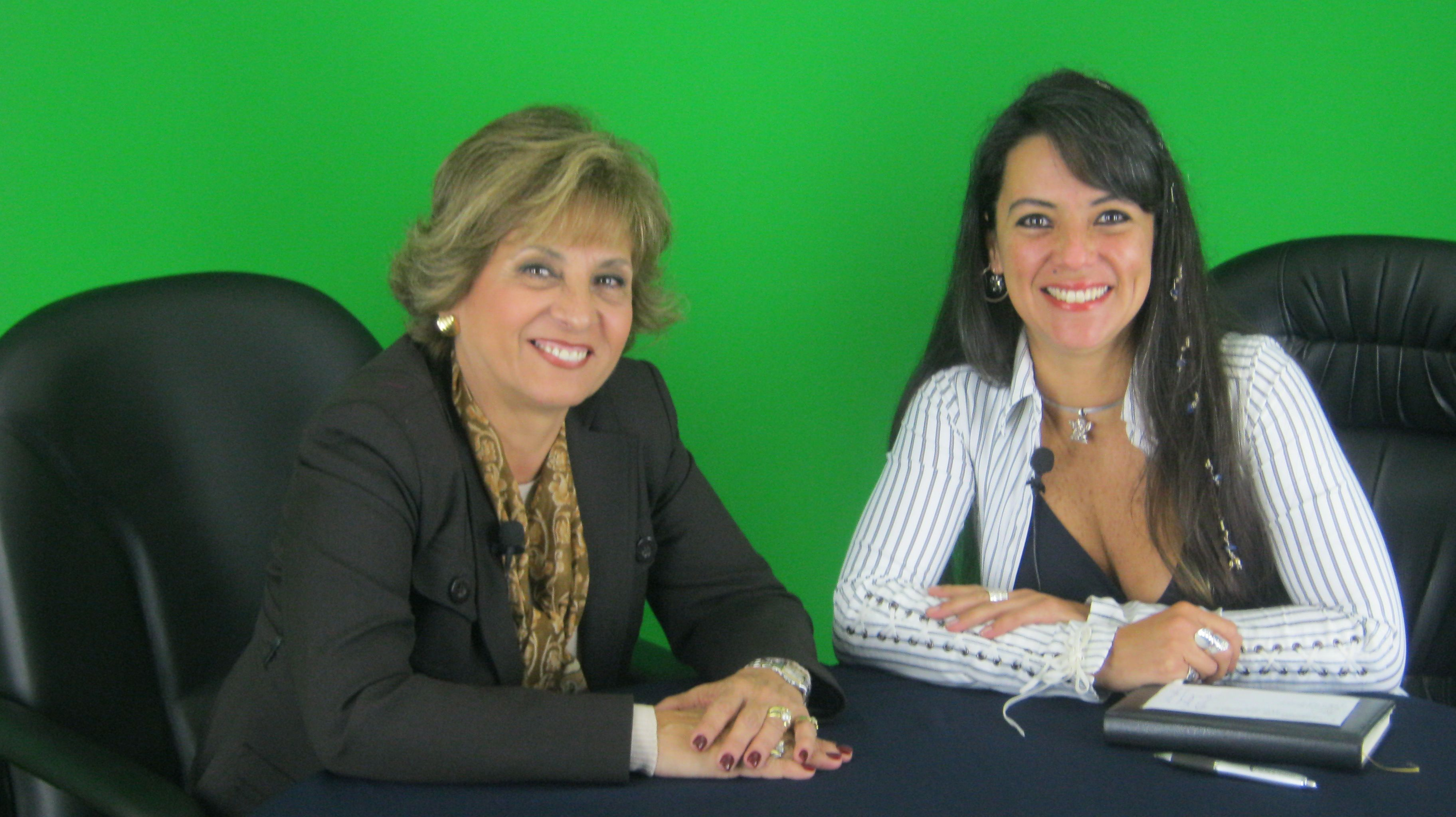 Teresa Ramirez de Alvarez, Presidenta del Comite de Apoyo Social de la Municipalidad de San Borja y Sara Sara, en el programa Noticiero Astral con Sara Sara de perunet.tv