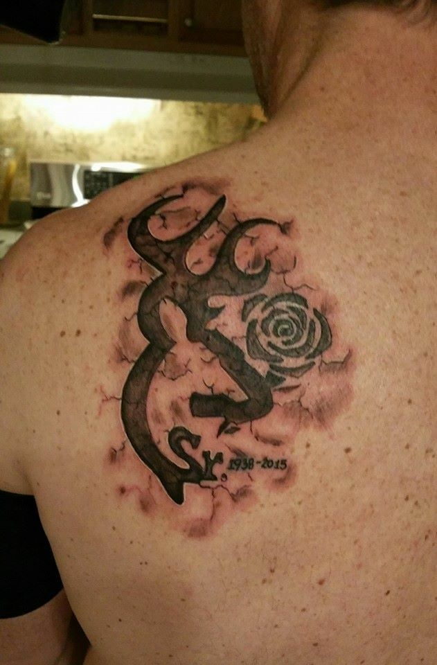 Black And Gray Browning Symbol Torn Skin 3d Skin Memorial