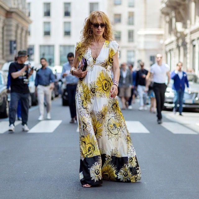 @elina_halimi during #MilanModaUomo •  www.thestyleograph.com  #elinahalimi #streetstyle #streetfashion #womensfashion #fashionphoto #fashionmoment #photooftheday #nofilter #dress #mfw