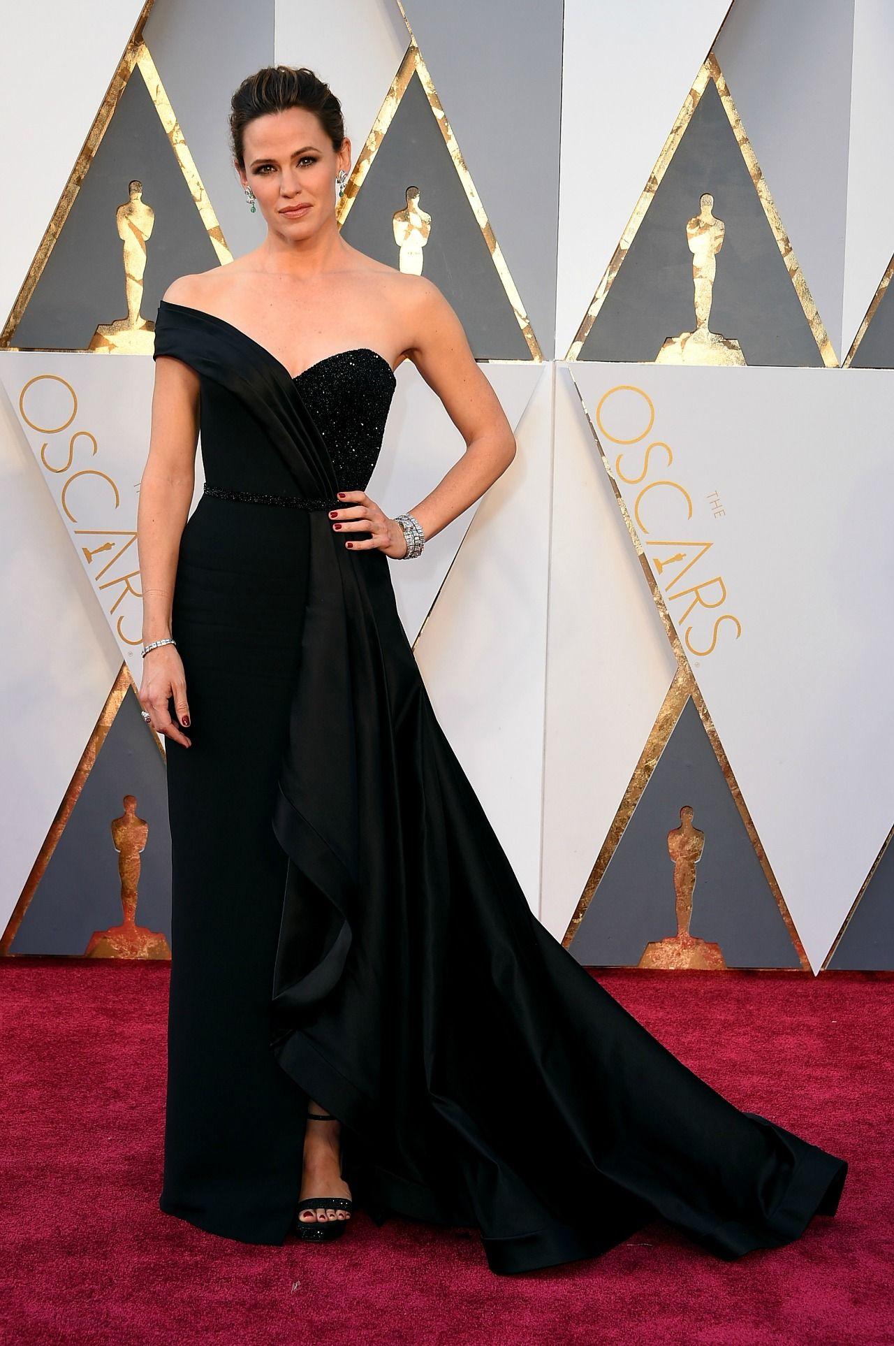 Jennifer Garner Absolutely Stuns In Oscars Dress After Ben Affleck Vanity Fair Tell All Celebrity Dresses Oscars Red Carpet Dresses Oscar Dresses