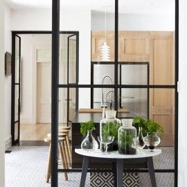 Tips for making your house look retro and cute with checkered glass windows | SUVACO