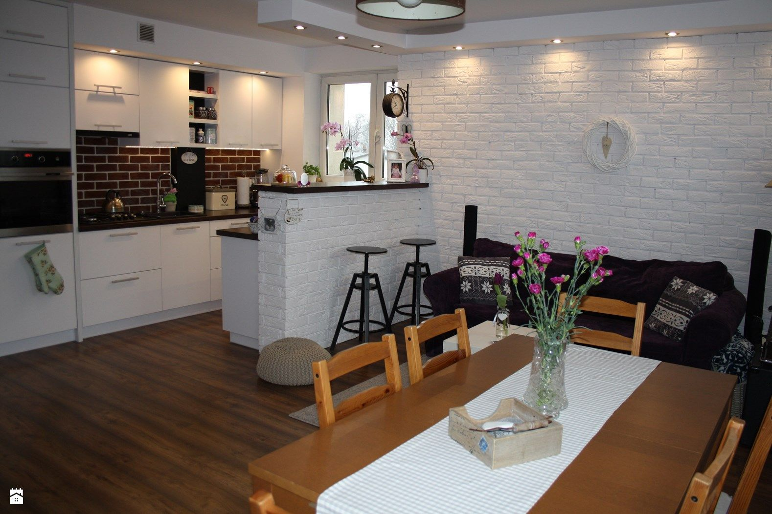 kuchnia otwarta na salon  zdjęcie od Aneta Czubaszek