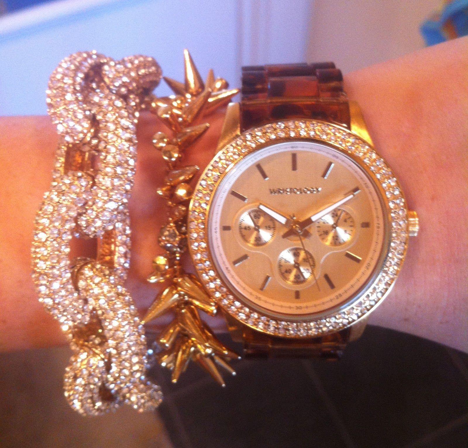 me gusta la pulsera los relojes no son lo mio = D