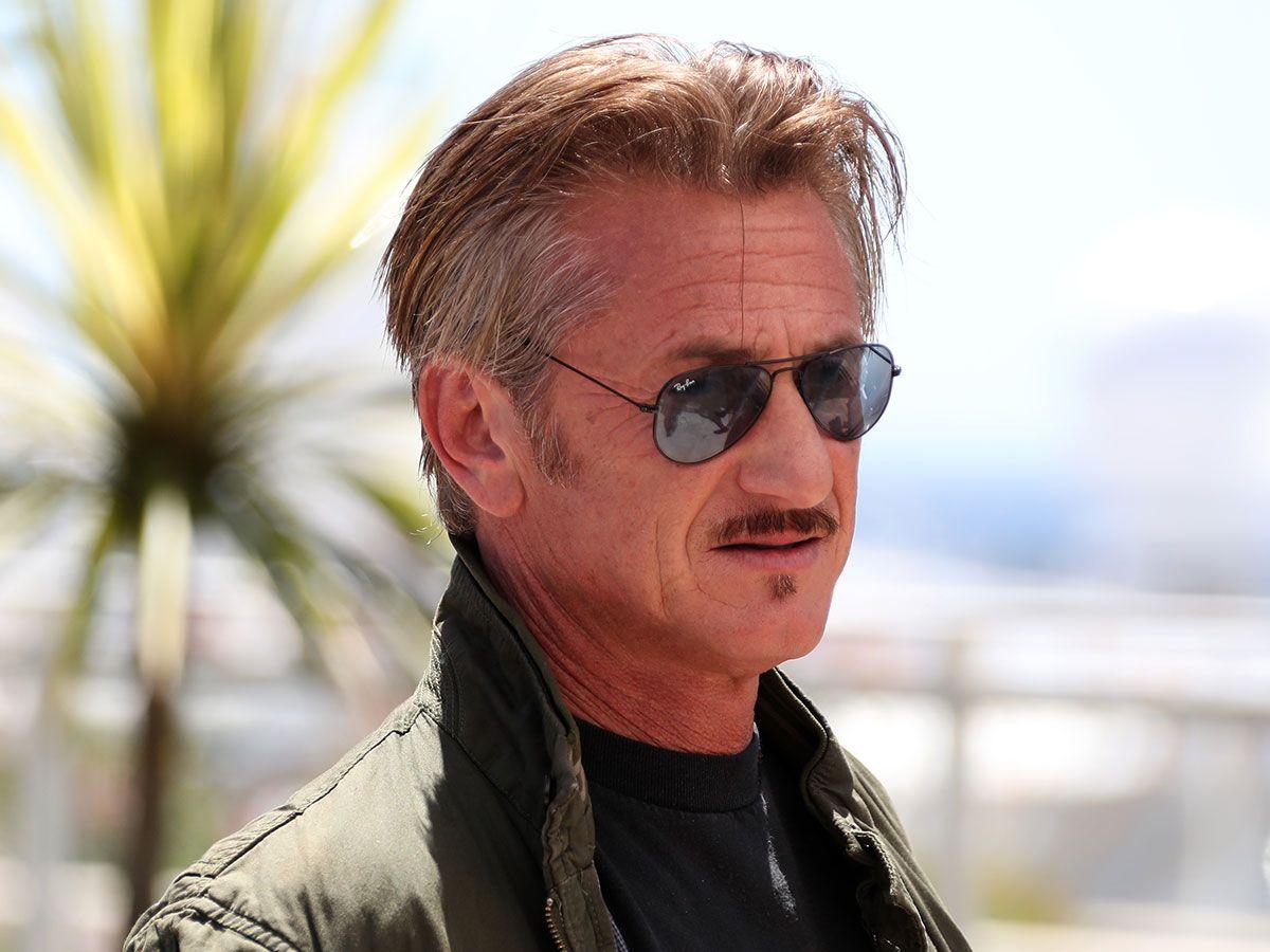 5dd54b01274 Sean Penn in  RayBan  Aviator