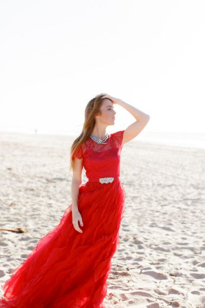 The perfect red dress for a fall e-sesh! http://www.stylemepretty.com/2013/11/29/fall-engagement-from-alea-lovely-jill-lafleur/ | Photography: Alea Lovely - http://alealovely.com/