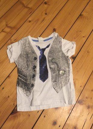 Kaufe meinen Artikel bei #Mamikreisel http://www.mamikreisel.de/kleidung-fur-jungs/kurzarmelige-t-shirts/35536033-tshirt-mit-krawattenprint-fur-jungen