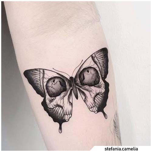 Photo of Schädel Schmetterling Tattoo Blackwork