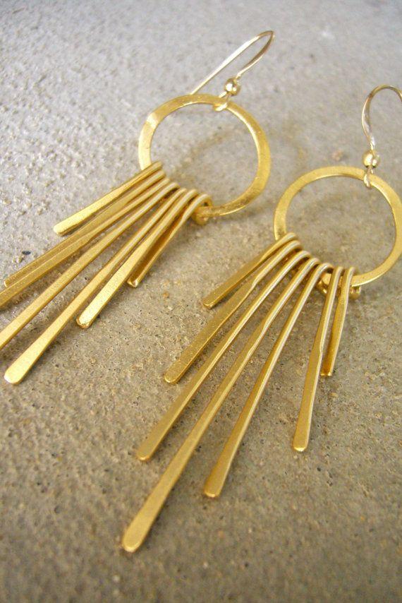 www.cewax.fr love this ethnics earing ethno tendance, style ethnique, #Africanfashion, #ethnicjewelry - CéWax aussi fait des bijoux :  https://www.alittlemarket.com/boucles-d-oreille/fr_boucles_d_oreille_en_tissu_africain_a_motif_-9729985.html -   déesse grecque bijoux métalliques franges par ZOZidesign