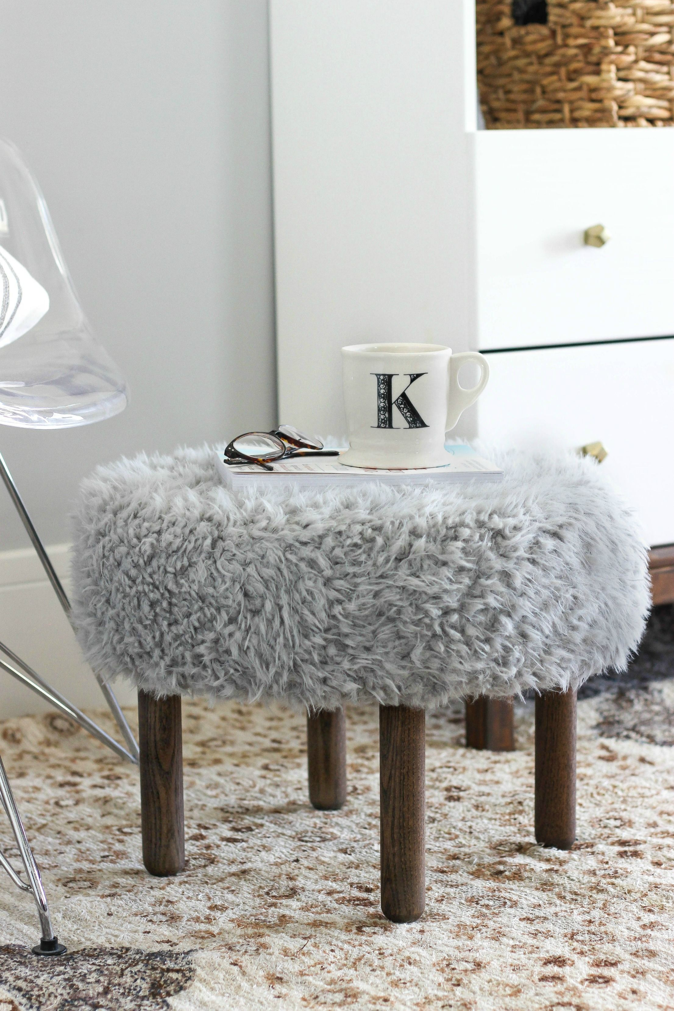 Make Your Own Faux Fur Footstool 家具