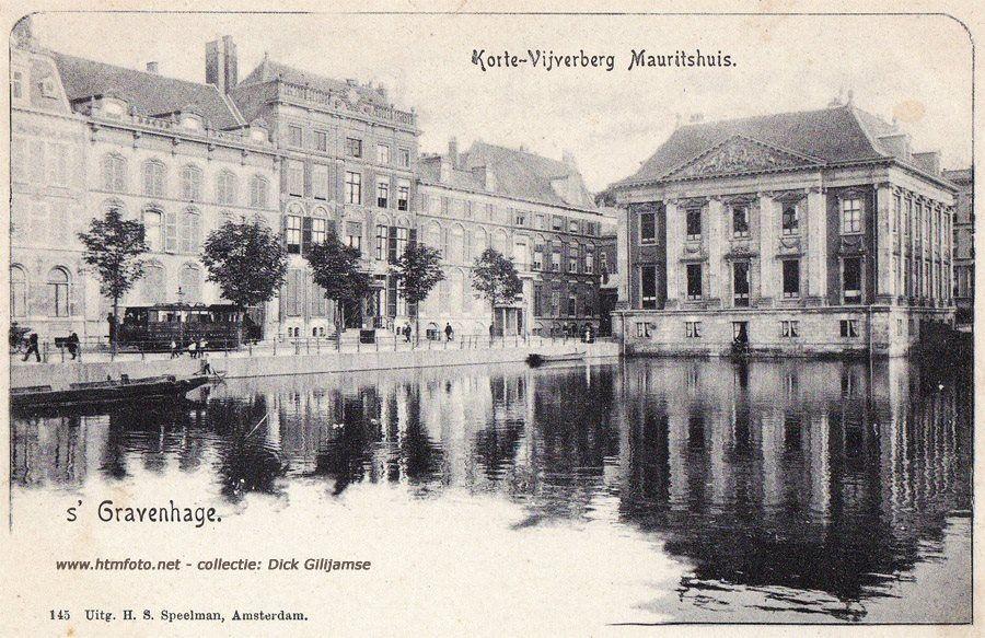 Een accutram op de Korte Vijverberg. Het poststempel is