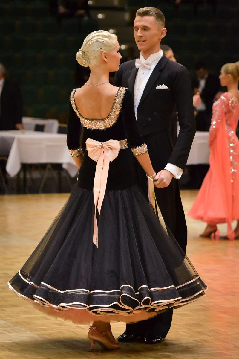 Femininer Figur-Schmeichler: Das Taillenband – Ballroom Style