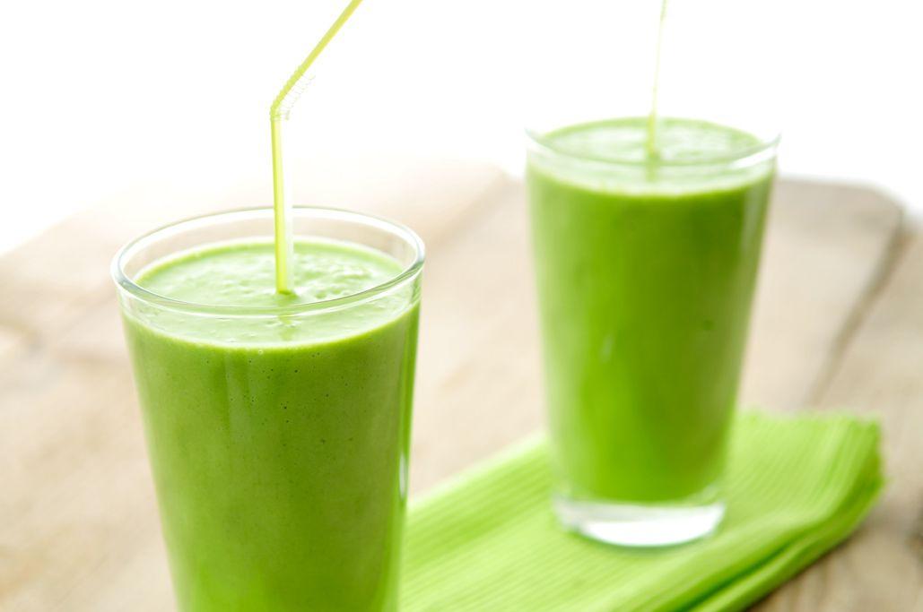 Groene smoothie van avocado, spinazie en banaan