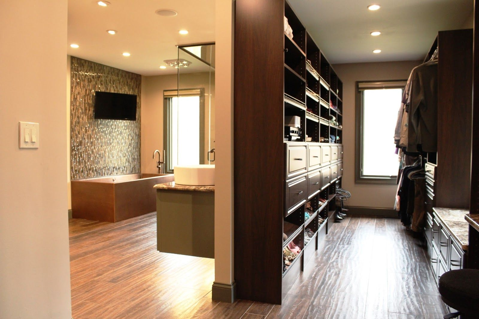 Luxury walk in closet pictures for inspiration for Master bathroom closet design ideas