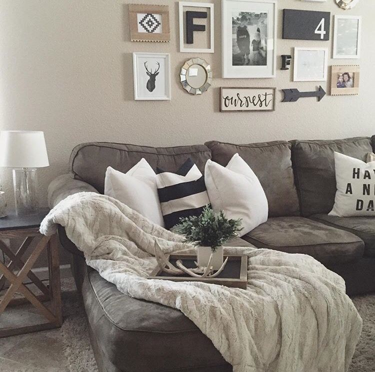 Beige Walls With Gray Accent Wall: Cozy Neutral Living Room! €�