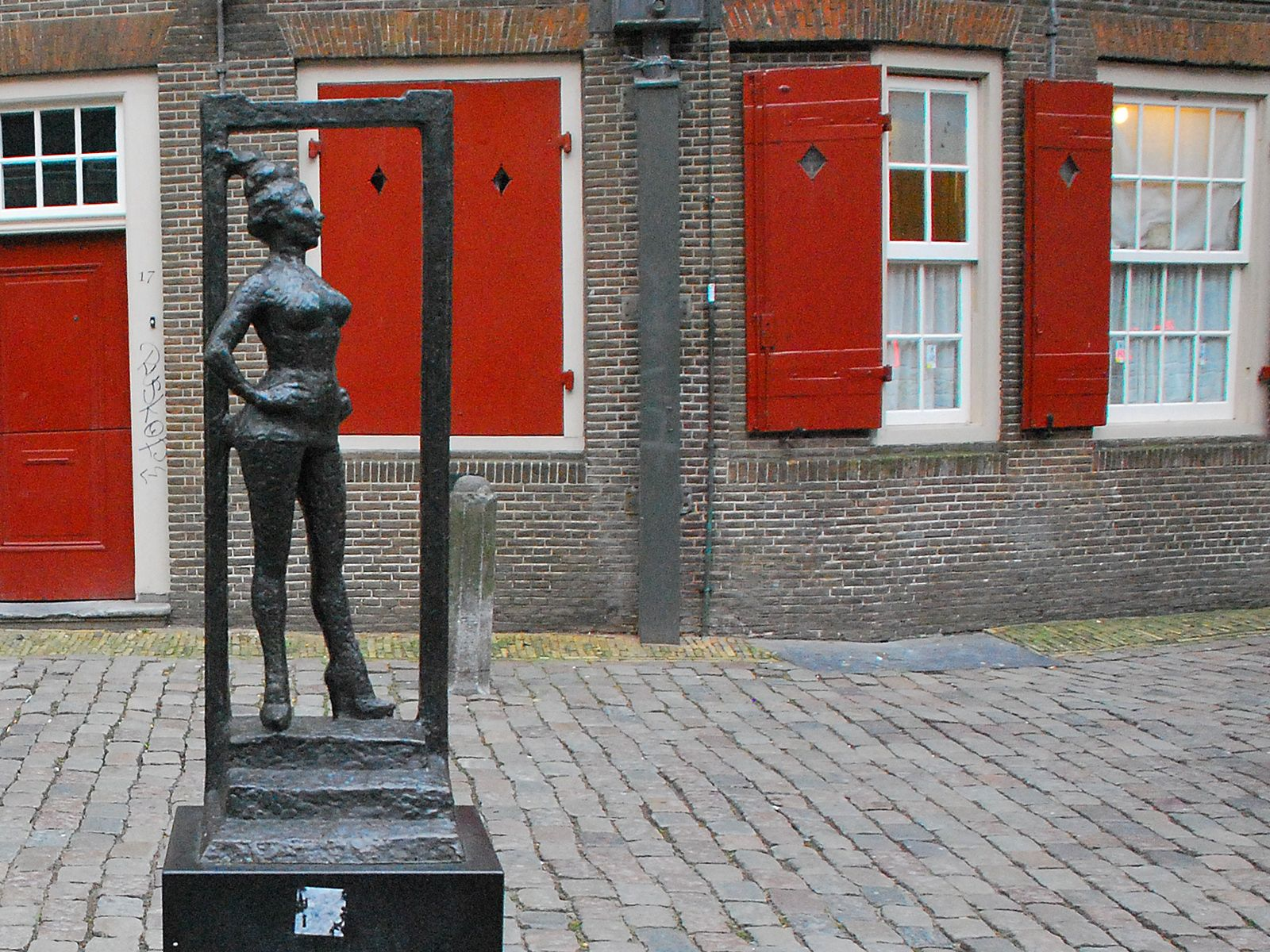 Памятник проституткам проститутки зеленчука