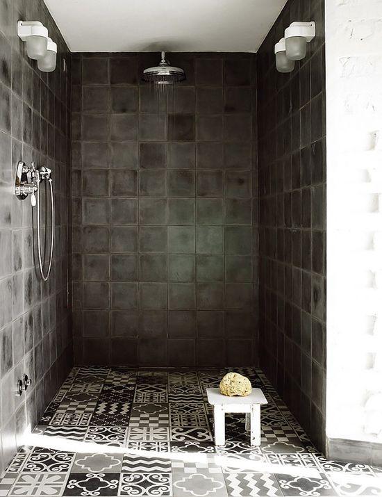 Wow, mooi deze donkere tegels in de douche met Marokkaanse ...