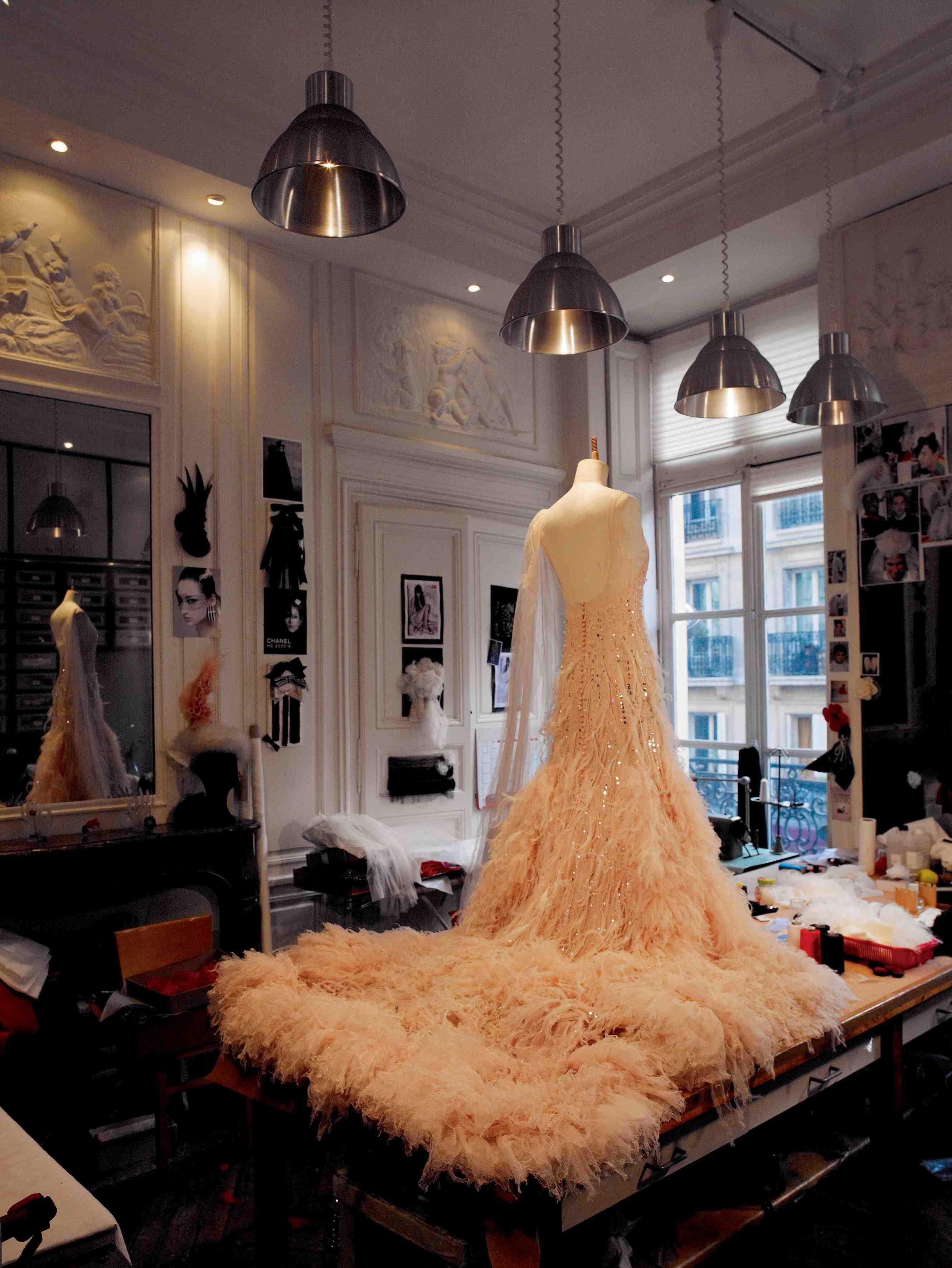 Robe chanel par la maison lemarié paraffection portée par nicole kidman pour la publicité du parfum n5