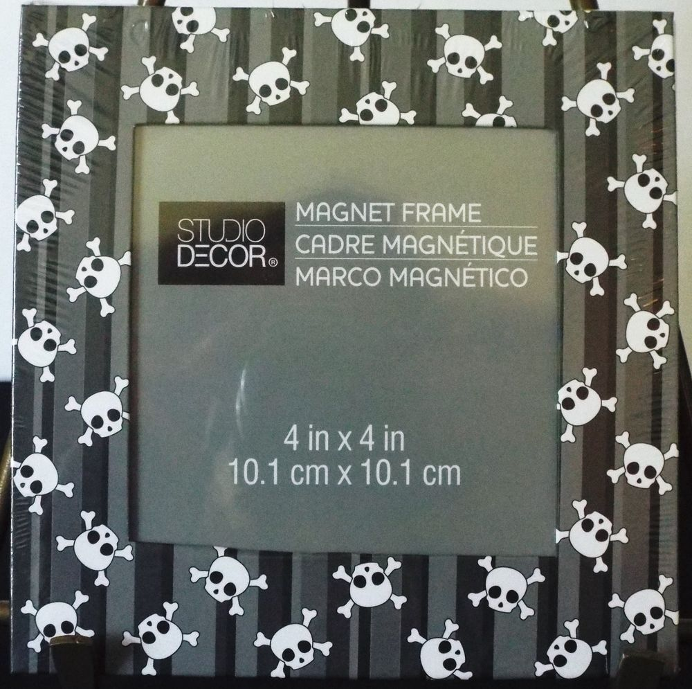 Studio Decor Skull And Crossbones Magnetic 4x4 Picture Frame Set Of 5 NEW