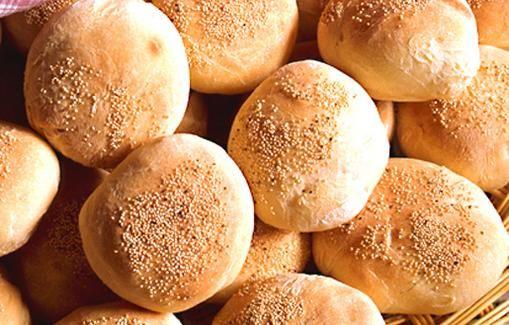 Itse leivotut hampurilaissämpylät