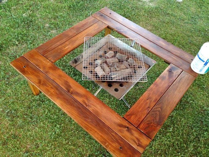 キャンプでファイアグリルなどを囲んでbbqをする際に便利な 囲炉裏テーブル を自作してみました 安い木材を使用して作成する方法や 追加パーツと組み方を変えればローテーブルにもなる 囲炉裏テーブルです 囲炉裏テーブル キャンプ テーブル 自作 囲炉裏