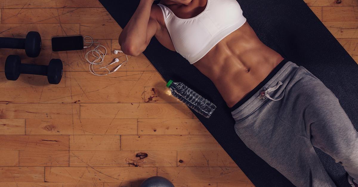 Keine Sit-Ups! Eine andere Übung lässt deine Bauchmuskeln sofort explodieren - Video #fitnessexercisesathome