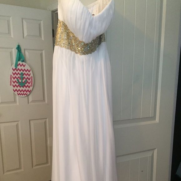 White goddess style Prom Dress Sz 6 new never altered zips on side ...