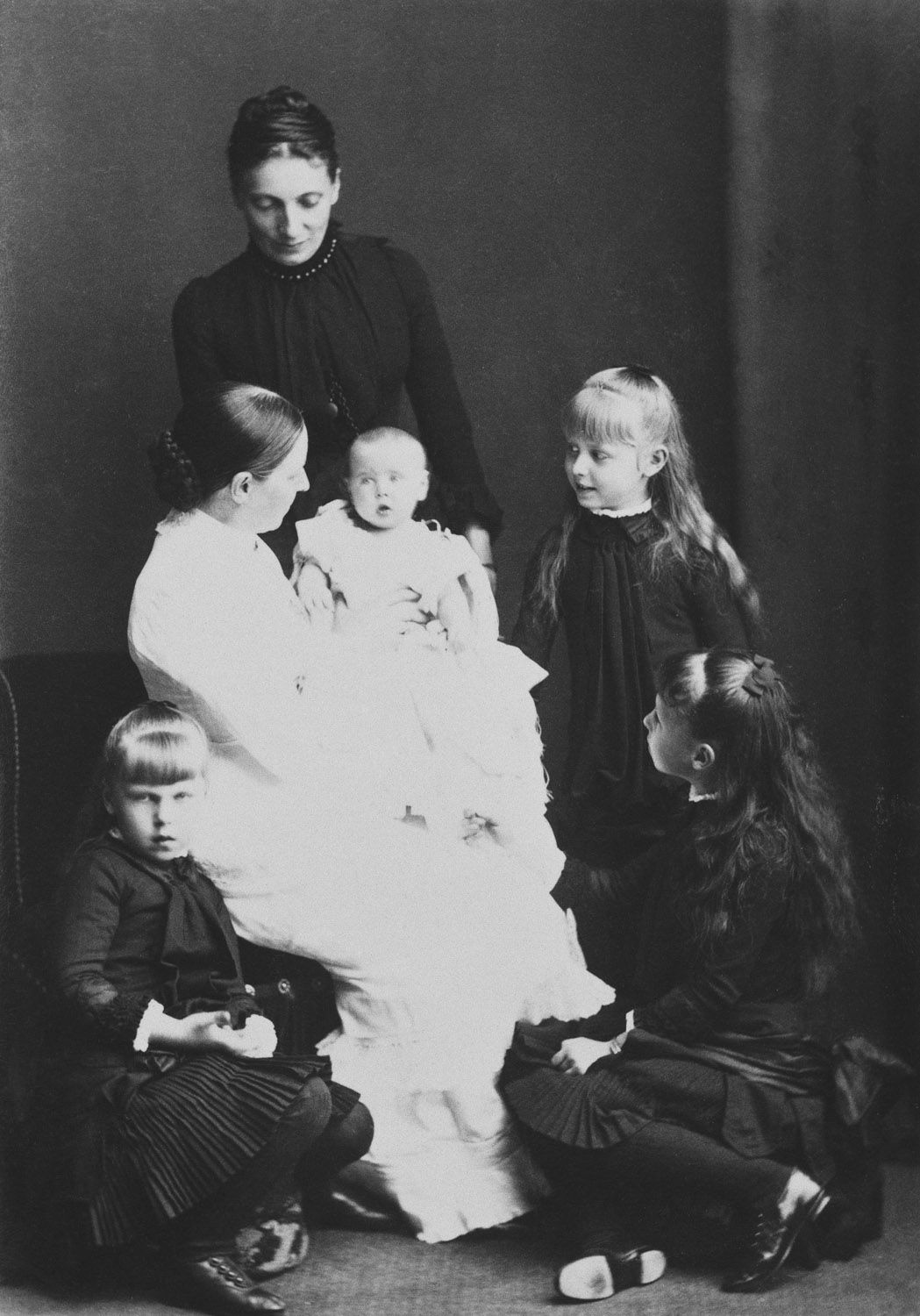 The four daughters of the Duke and Duchess of Edinburgh, 1884 [in Portraits of Royal Children Vol.33 1884-1885] | Royal Collection Trust