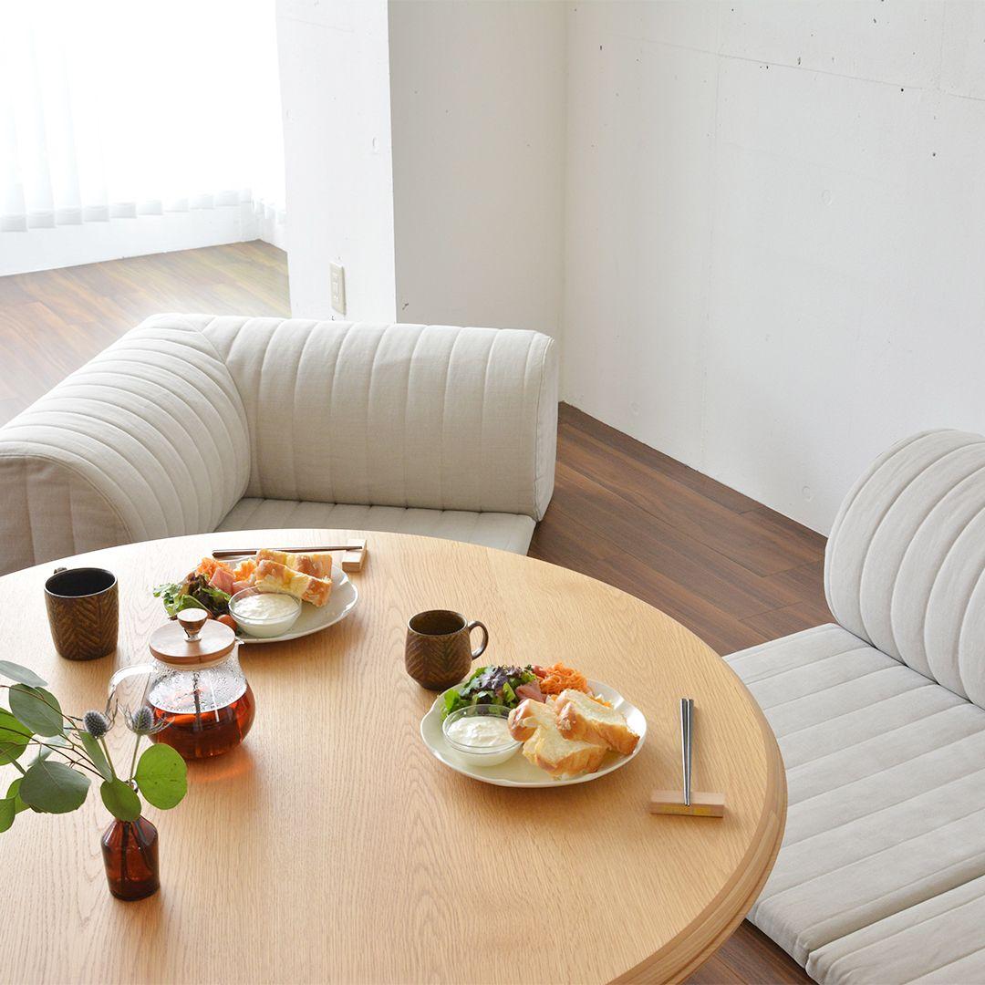ローソファをリビングダイニングに置くとどんな感じ という内容のコラム ローソファで食事しよう を公開しました Hpよりご覧いただけます ソファ はどの高さで テーブルはどの高さがいいのか スタッフでテーブルを自作して 実験もしています 写真は