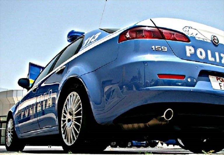 Bari: Rapinano 57enne, due arresti della Polizia di Stato ...