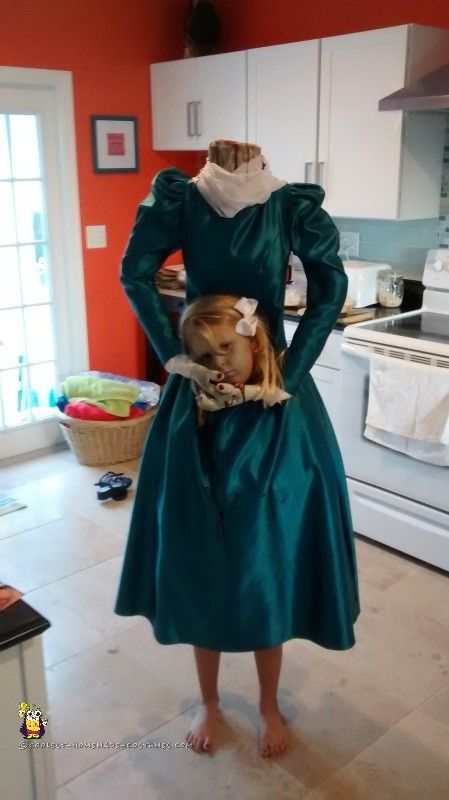 Creepy Headless Homemade Costume for a Girl Homemade costumes - scary homemade halloween costume ideas