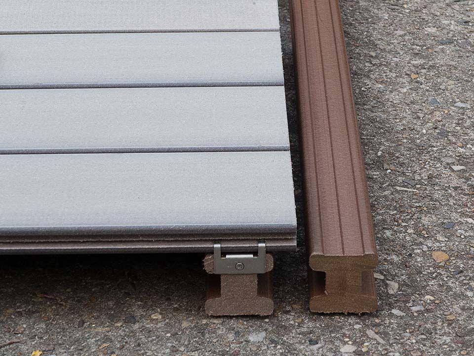 wpc dielen verlegen massive unterkonstruktionshalzer auf denen die vollprofile verschraubt sind terrassendielen video