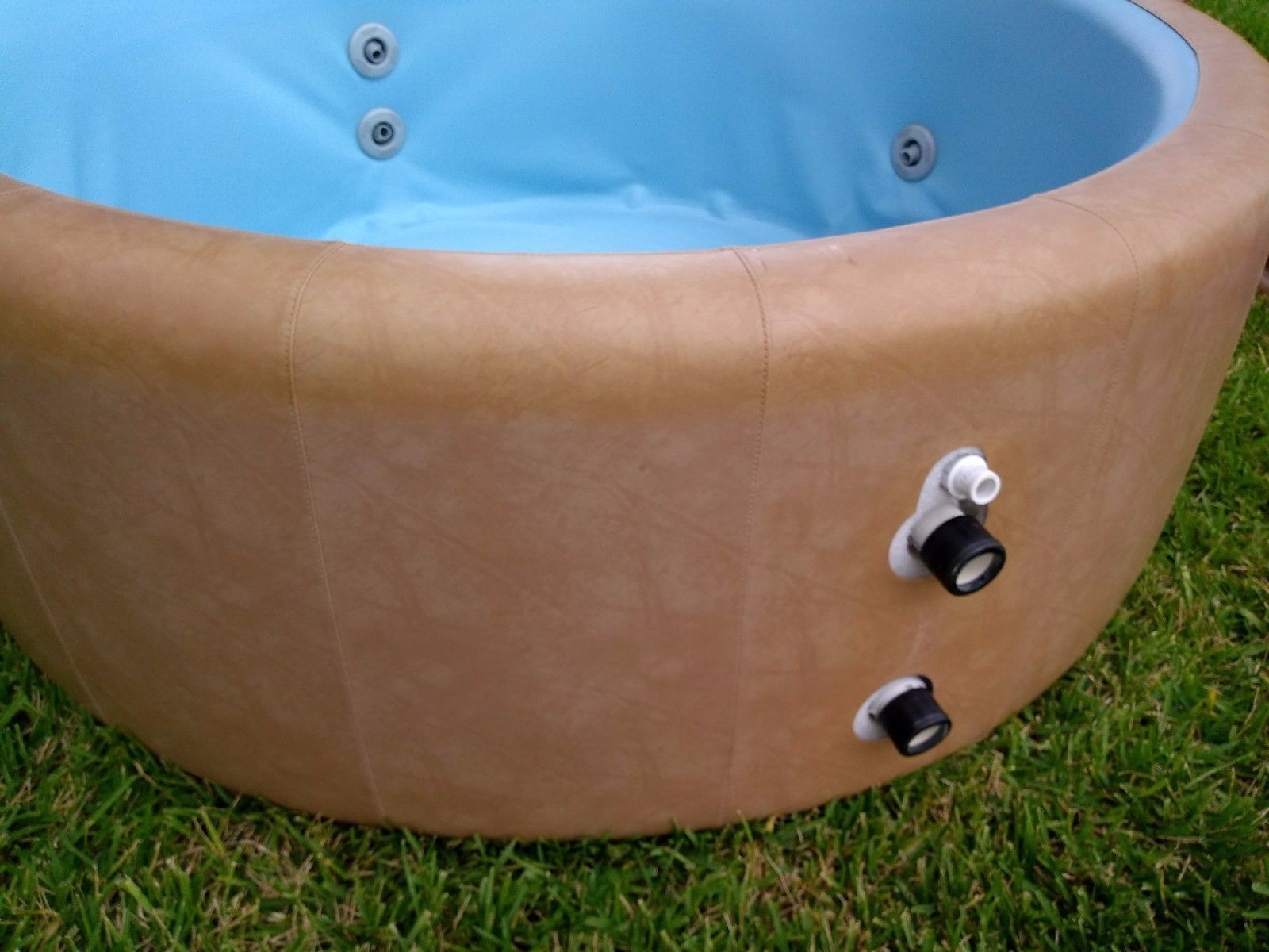 Softub T-220 4-Person PORTABLE Spa/Hot Tub PLUS Wood Deck Surround ...