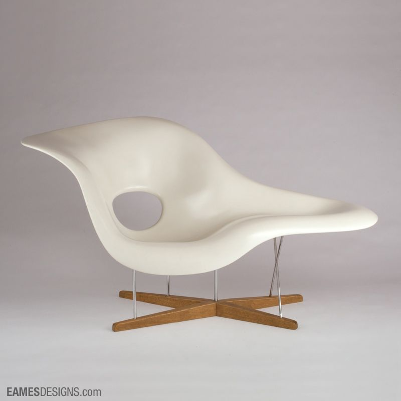 Eames designs la chaise design 1948 production 1990 to the present manufacturer vitra ag for Prix chaise eames vitra