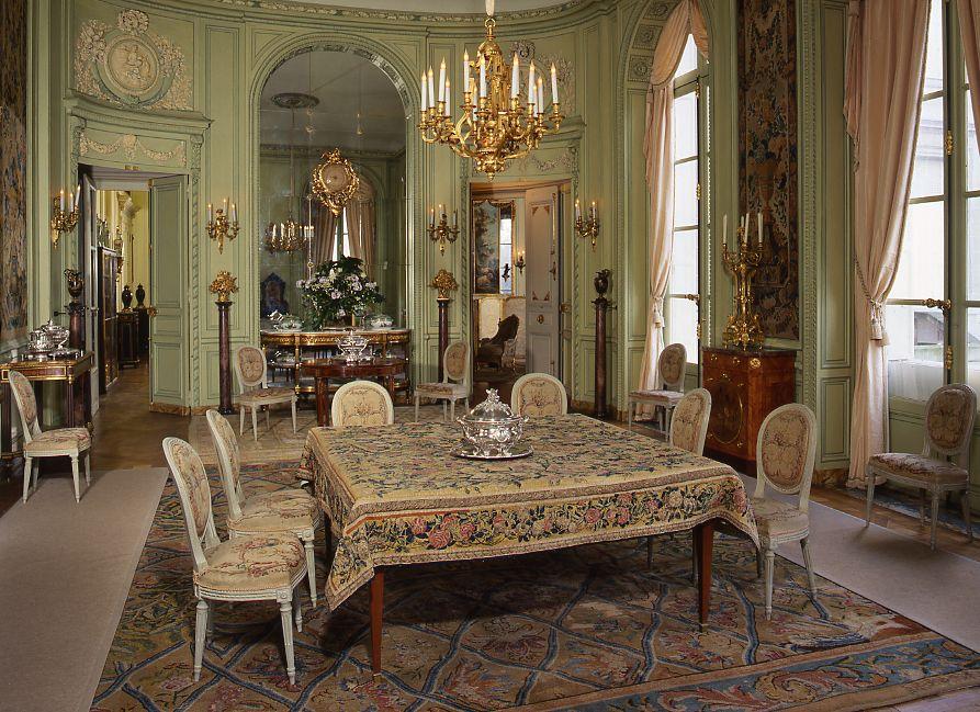 Arts décos  La salle à manger et le cabinet de porcelaines A few