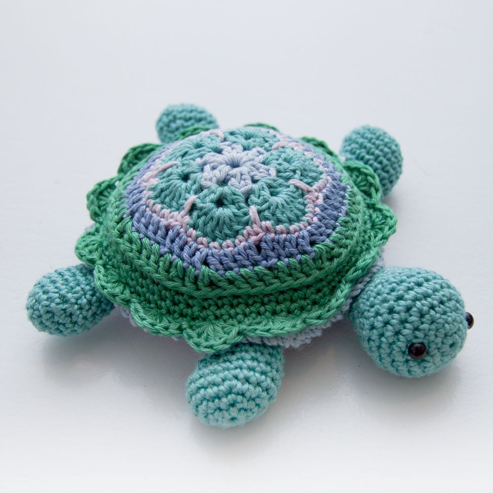 Crochet Flower Pincushion Pattern : Tina Turtle ? African Flower Turtle Pincushion - Step-by ...