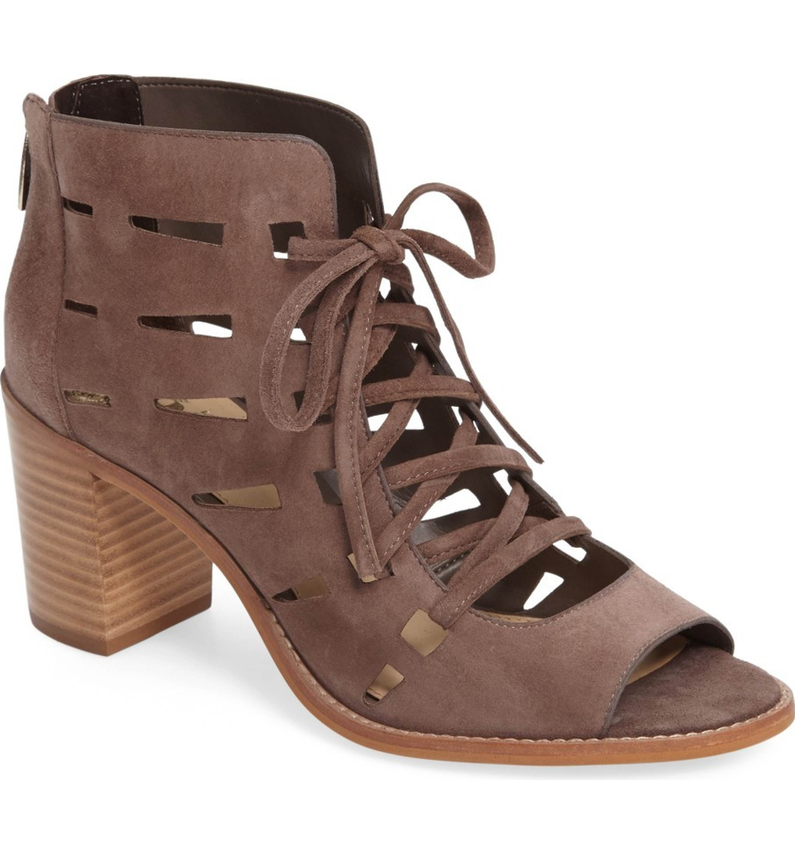 Women's sandals for wide feet