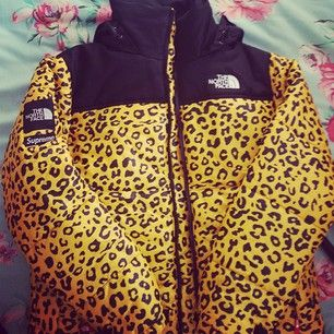 abrigo north face leopard