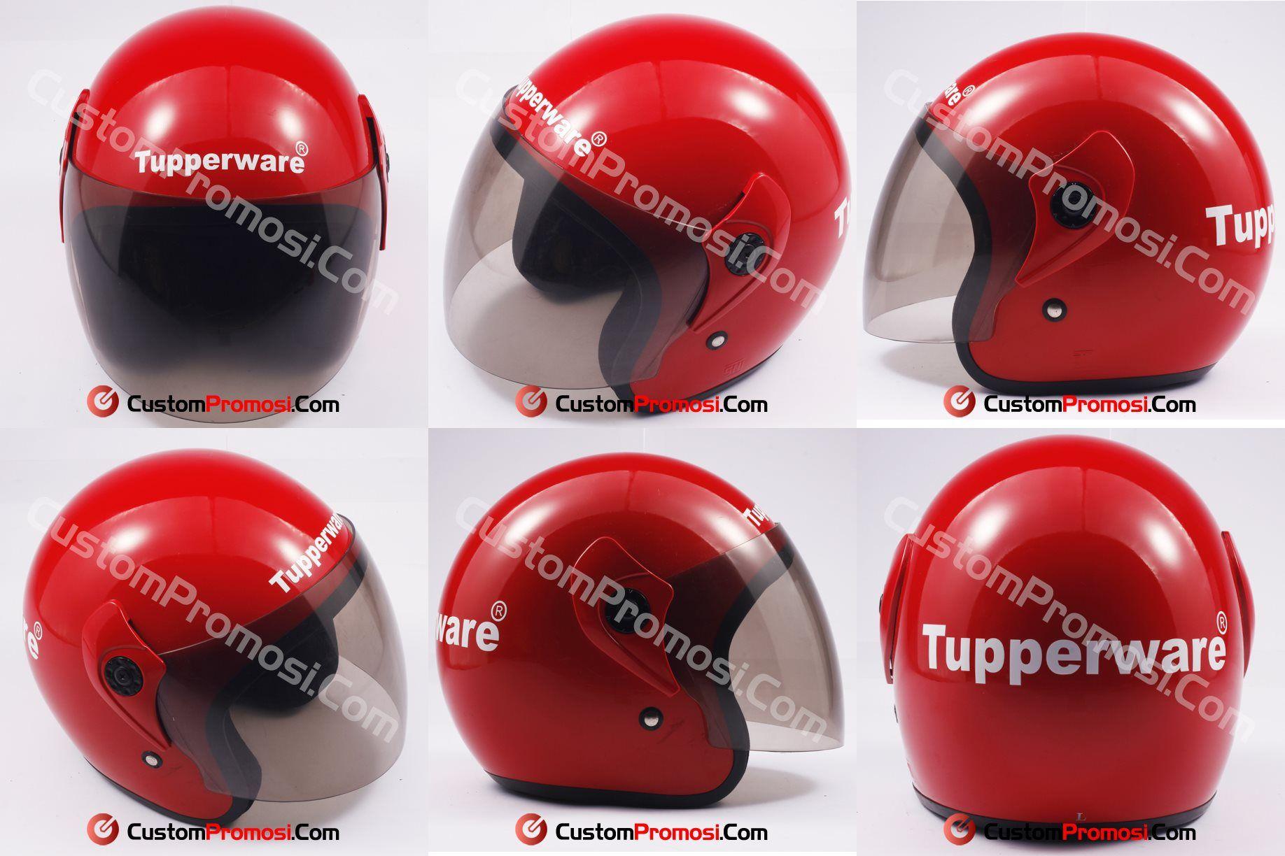 Helm Souvenir Tupperware, perusahaan multinasional yang memproduksi serta memasarkan produk plastik berkualitas untuk keperluan rumah tangga