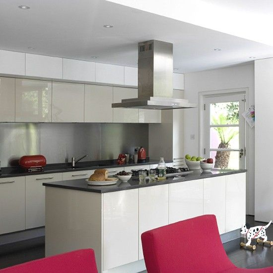 Contemporary white kitchen | Cocinas